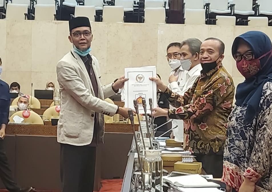 TA Khalid Desak KLHK Atasi Konflik Gajah Liar di Aceh thumbnail